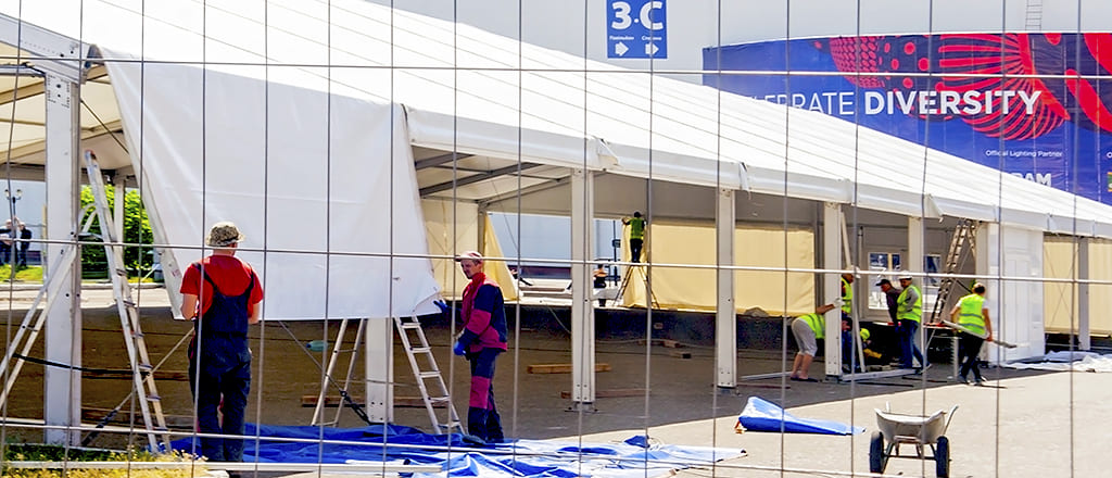 Installation of roof awnings