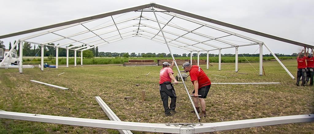 Установка арок з кріпленням в грунт