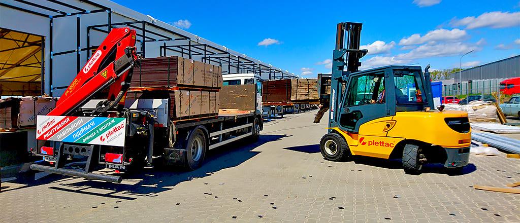 Использование собственных транспортных средств ускоряет монтаж склада