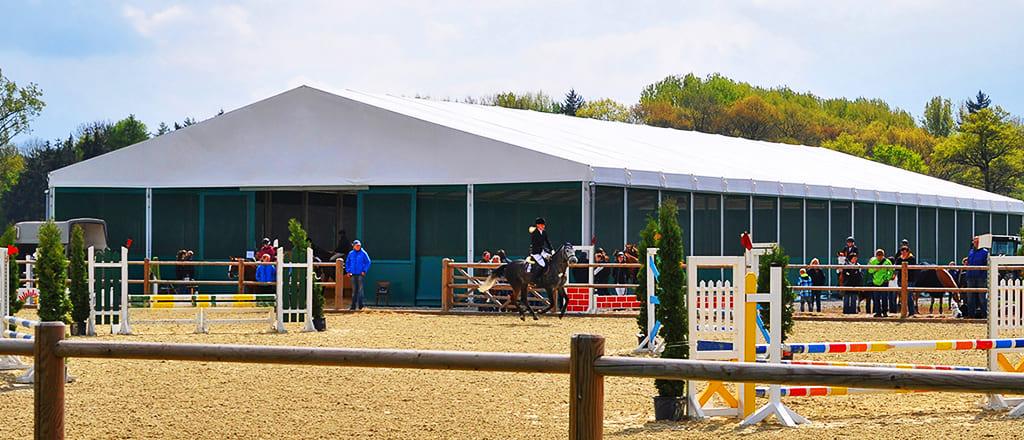 Тентові манежі для коней