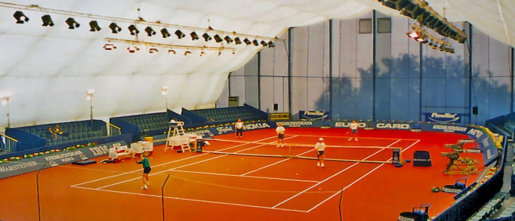 Тренировочный крытый корт для тенниса